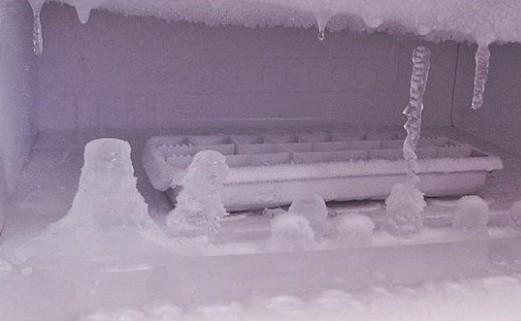 Αυτός είναι ο πιο γρήγορος τρόπος να κάνεις απόψυξη στο ψυγείο σου