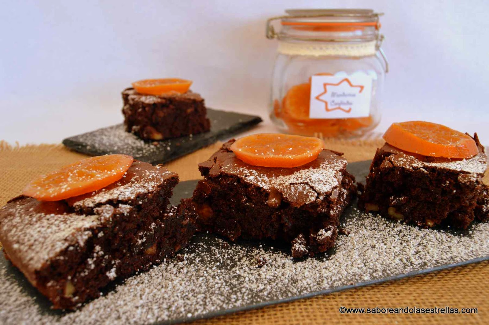 Brownie con nueces y mandarinas confitadas