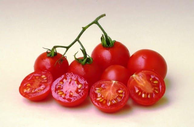 Cara menghilangkan jerawat dengan tomat yang bisa kamu praktekkan segera
