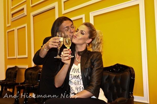 cc4ddb66be6e1 Ana Hickmann prestigiou a inauguração do salão de beleza de Celso Kamura na  noite desta segunda-feira, 26, em São Paulo. Para comemorar o momento, ...
