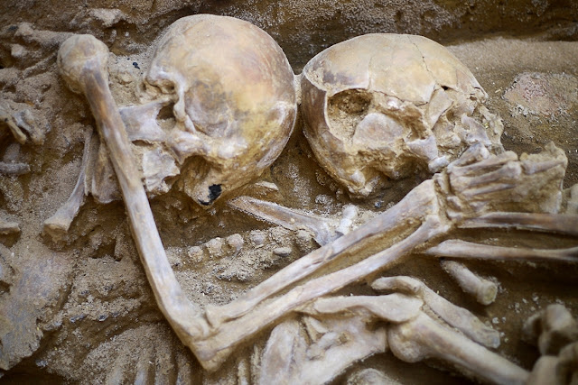 Pre-Incan grave with human sacrifices found in Peru