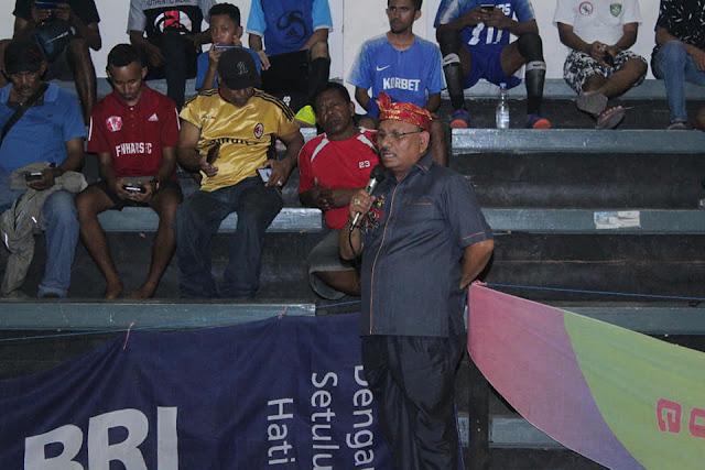 Petrus Beruatwarin Tutup Pertandingan Futsal Dalam Rangka Elite Cup III