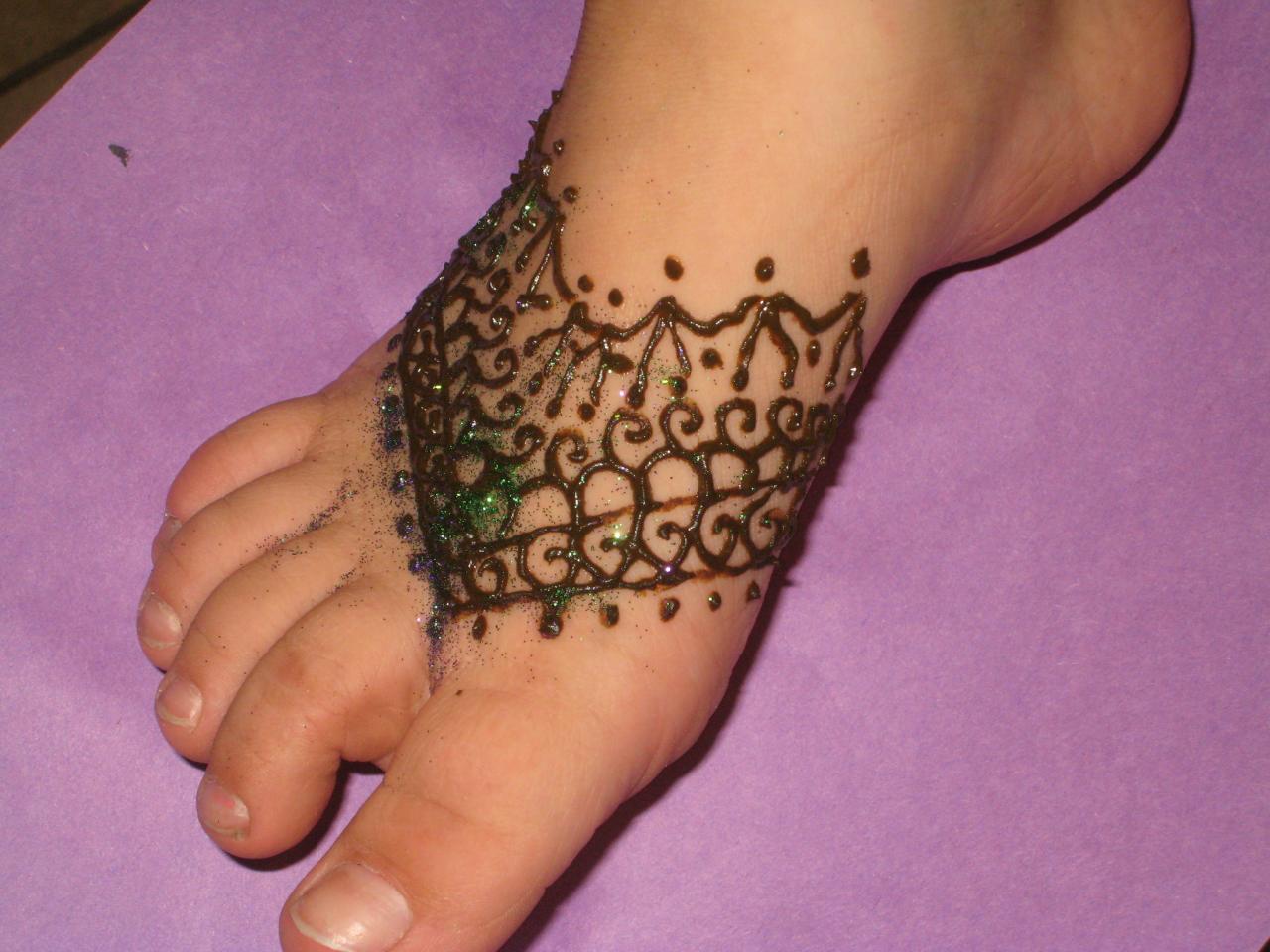 Mehndi Designs For Childrens Leg : New latest simple and arabic henna mehndi designs for kids feet