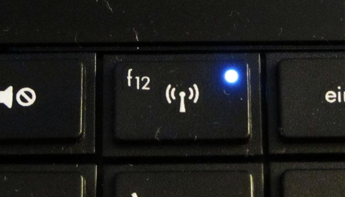 Cara mengaktifkan WiFi di laptop dengan tombol function WiFi