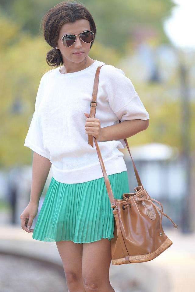 Wearing: TShirt/Blusa: LightInTheBox Skirt/Falda: CNNDiret Shoes/Zapatos: Madden Girl