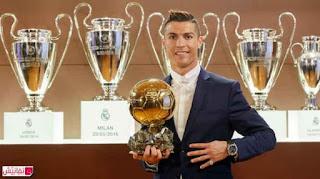 كريستيانو رونالدو يفوز بالكرة الذهبية لعام 2016