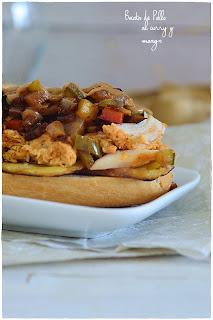 Bocata de pollo al curry y mango