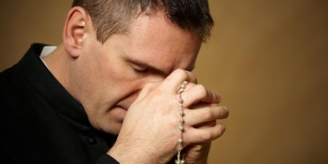 Mengapa Para Imam diharuskan Mengikuti Retret Tahunan