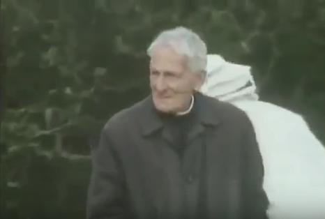 Ο μοναχός Άνταμ και η μέλισσα μπάκφαστ: Σπάνιο βίντεο!!!