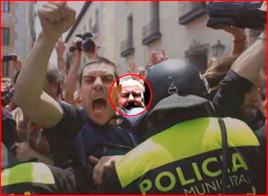 El concejal Barbero durante el 'escrache' a Gallardón