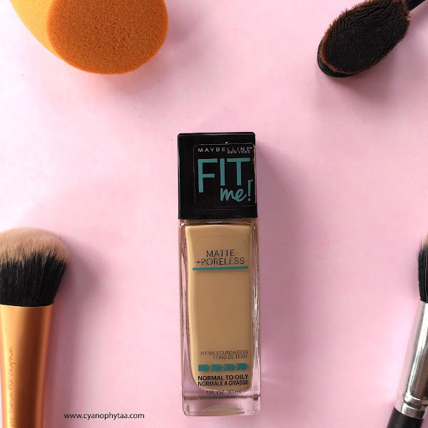 Review Maybelline Fit Me Matte + Poreless Foundation 220 Natural Beige
