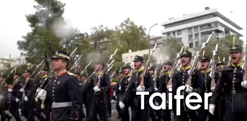 Ευέλπιδες τραγουδάνε το Μακεδονία Ξακουστή υπό βροχή και ο κόσμος του αποθεώνει - ΒΙΝΤΕΟ