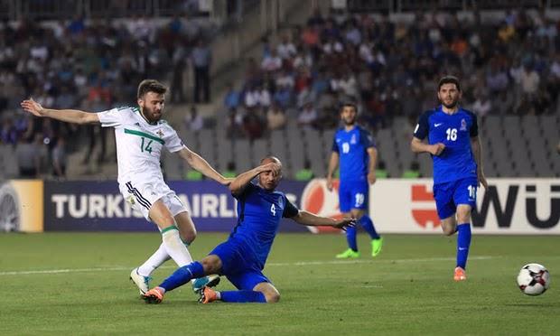 Stuart Dallas mete el gol con el que Irlanda del Norte derrotó a Azerbaiján en las eliminatorias Rusia 2018