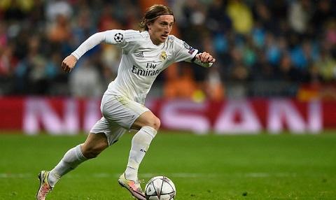 Thẻ vàng đã khiến Modric bị mất quyền thi đấu