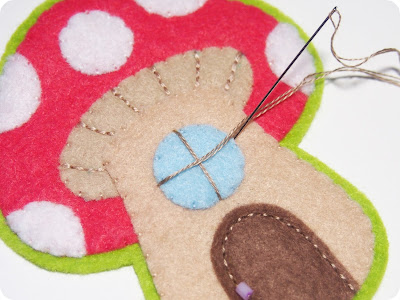 P1010107 - Casinha de Cogumelo em feltro
