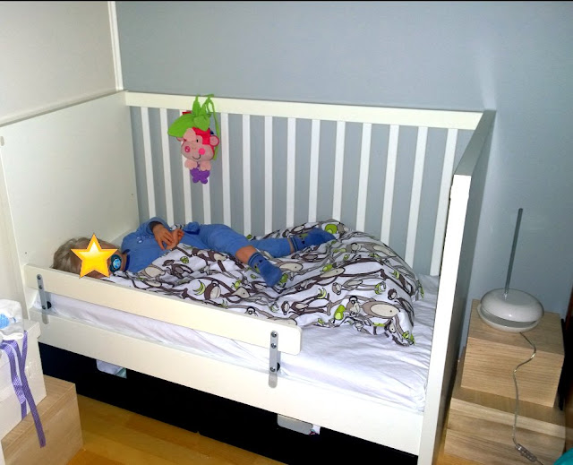 Saippuakuplia olohuoneessa- blogi, kuva Hanna Poikkilehto, lapsi, taapero,
