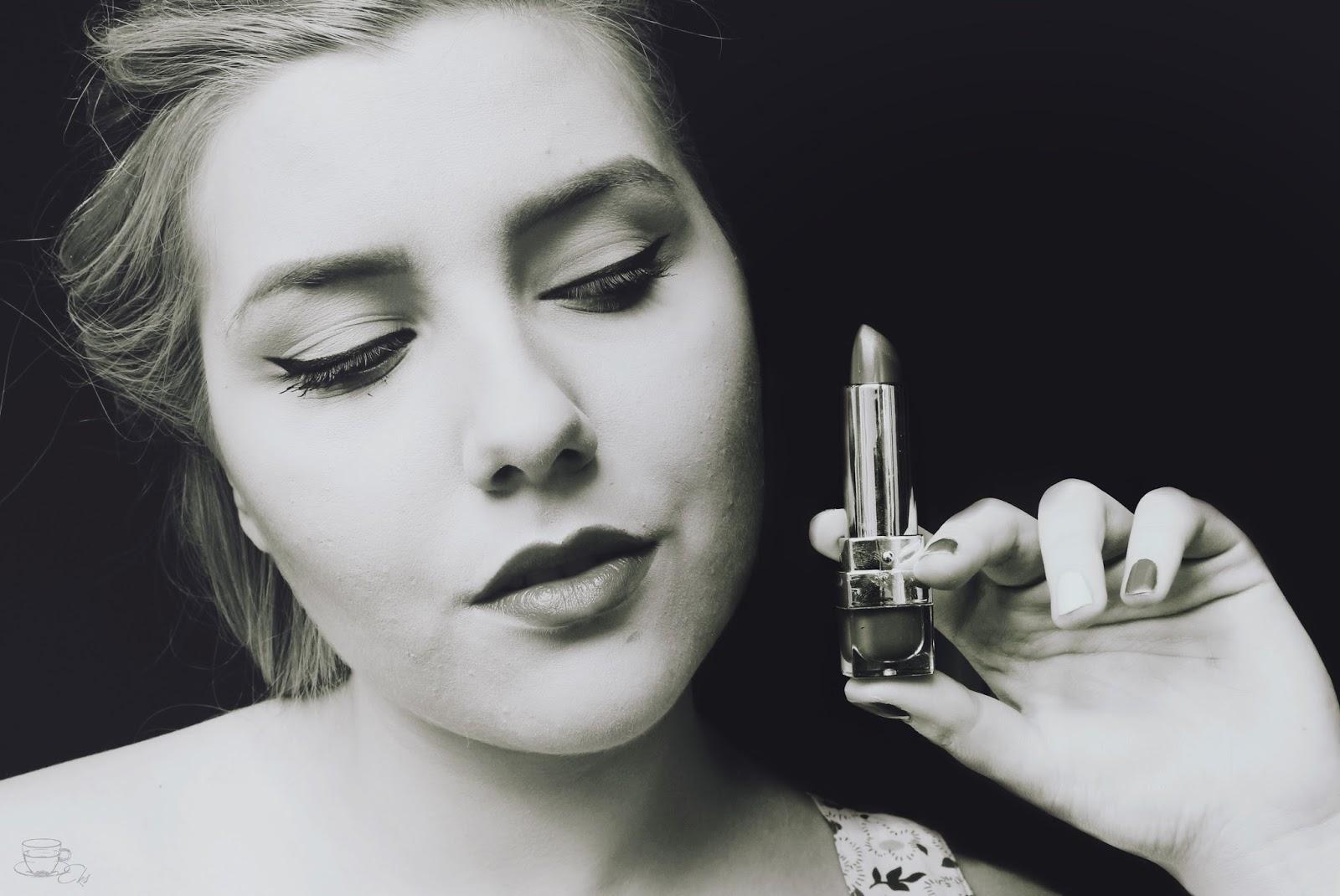 Kocie kreski, ekstrawagancki makijaż czarno-białych filmów
