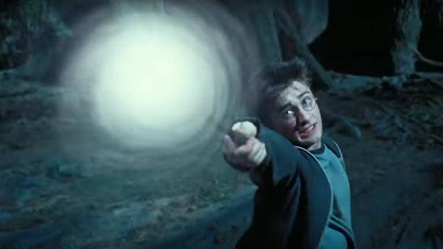 Harry potter sử dụng thần chú hộ mệnh