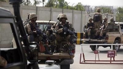 اصابة 6 اشخاص ومقتل اثنين اخرين في حادث دهس بسيارة شرطي بباكستان