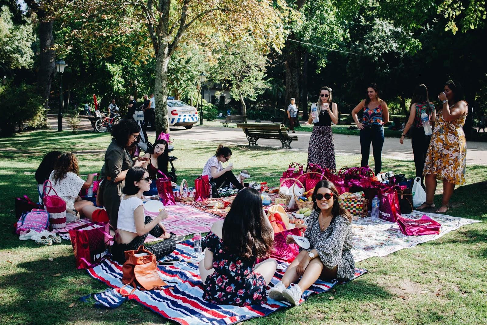 No dia 31 de agosto celebrou-se o Dia do Blog. A equipa da Embelleze organizou um piquenique no Jardim da Estrela (em Lisboa), em que reuniu as embaixadoras da marca para aproveitar um belo dia de sol. Eu e a Daniela, que vivemos no centro (pertinho uma da outra) decidimos que era uma excelente oportunidade e lá fomos nós, rumo a Lisboa. Clica para saber mais!