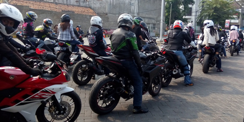 Turing 'Jatuh Hati' Bikers Yamaha R15 Sapa Bandung-Karawang