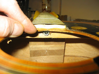 Thây dây đàn guitar và điều cần lưu ý