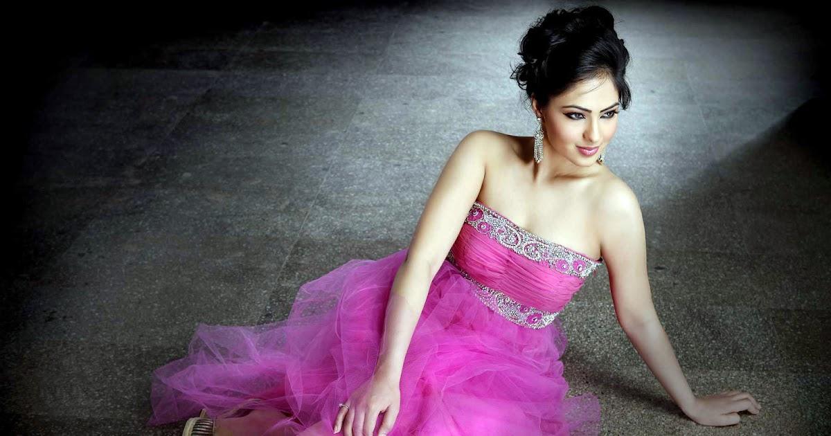 Actress Nikesha Patel hot Latest HD Stills