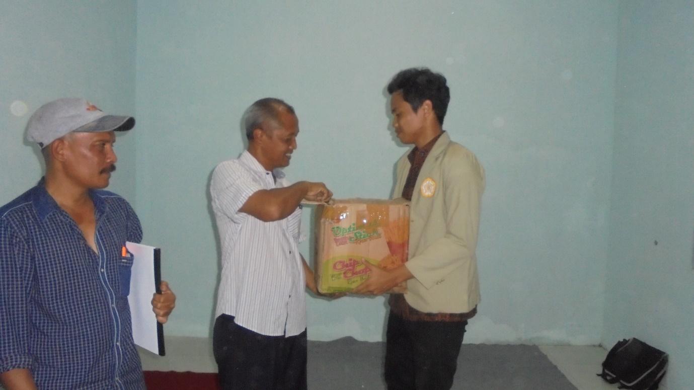 KKN PPM UGM 2016 unit 16T-JTG 18 dan Book for Mountain Bangun Perpustakaan di Desa Paninggaran, Pekalongan
