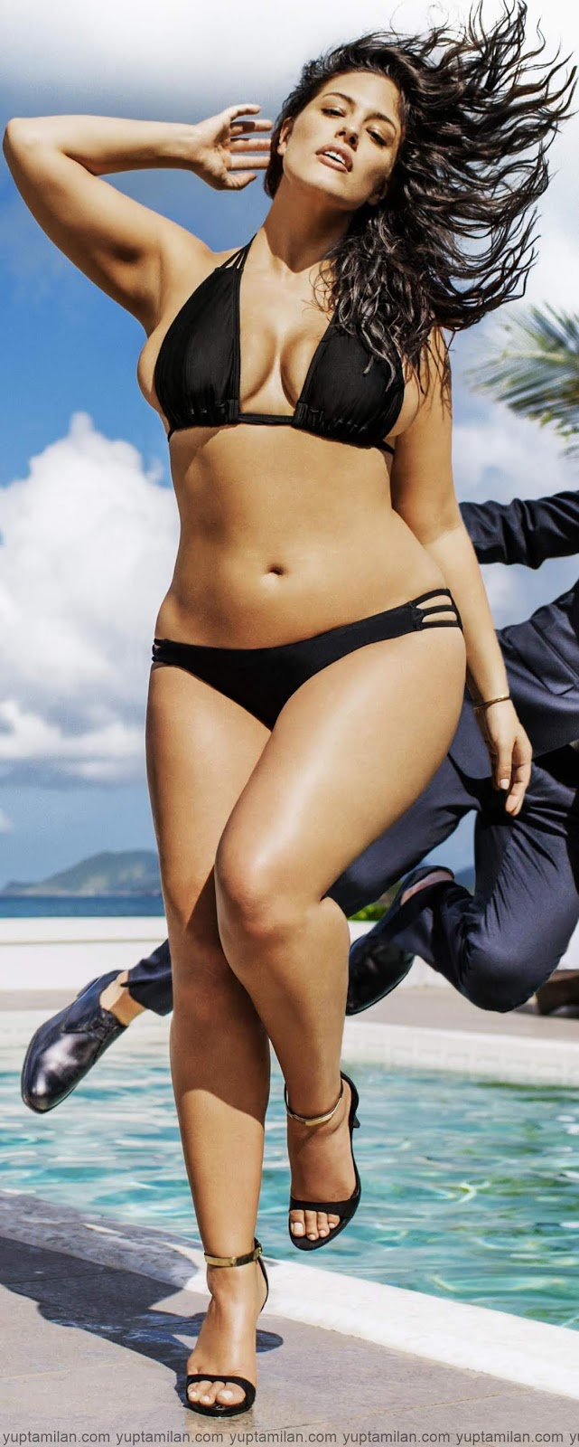 American Model-Ashley-Graham-Bikini-Bra-Photos-HD-Swimwear-Beach-Images