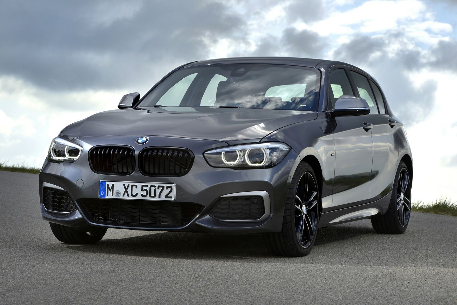 inspect the 2018 bmw 1 series in mega gallery carscoops. Black Bedroom Furniture Sets. Home Design Ideas
