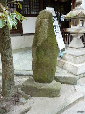 仁徳天皇東高津宮前の岩