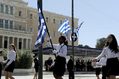 Το θέμα της σημαίας: ένας απλοϊκός αντιπερισπασμός γι' αυτό Μάθε για τις σημαίες και Το νόημα της Σημαίας
