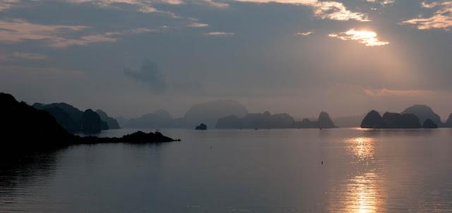Puesta de sol Halong Bay