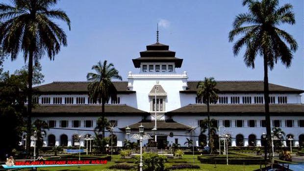 8 Kisah Hantu di Gedung Sate, Bandung