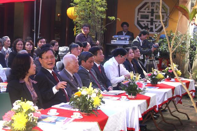 Các đại biểu tham dự buổi lễ...