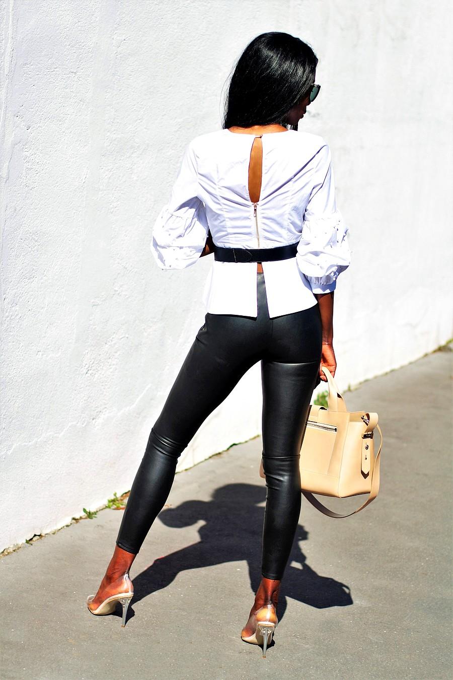 idee-look-chic-rock-pantalon-cuir-blouse-sac-kenzo-kalifornia-escarpins-perspex