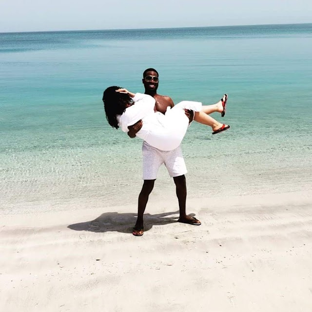 D'BANJ LIFTS HIS WIFE IN A LOVELY PHOTO