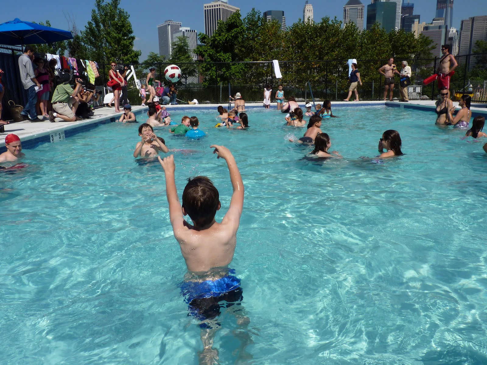 mcbrooklyn it 39 s open brooklyn bridge park pop up pool. Black Bedroom Furniture Sets. Home Design Ideas