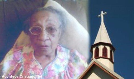 Mujer anciana expulsada de iglesia