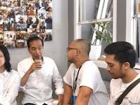 """Jokowi Antri Di Warung Kopi, Mantan Timses: """"Keren Ya Pak Pencitraannya"""""""