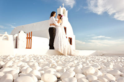http://www.studiokristo.com/honeymoon-photography/santorini-turkish-couple-photo-session/