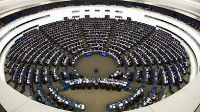 http://www.spiegel.de/politik/deutschland/helmut-kohl-trauerakt-fuer-altkanzler-bringt-die-eu-in-noete-a-1153700.html
