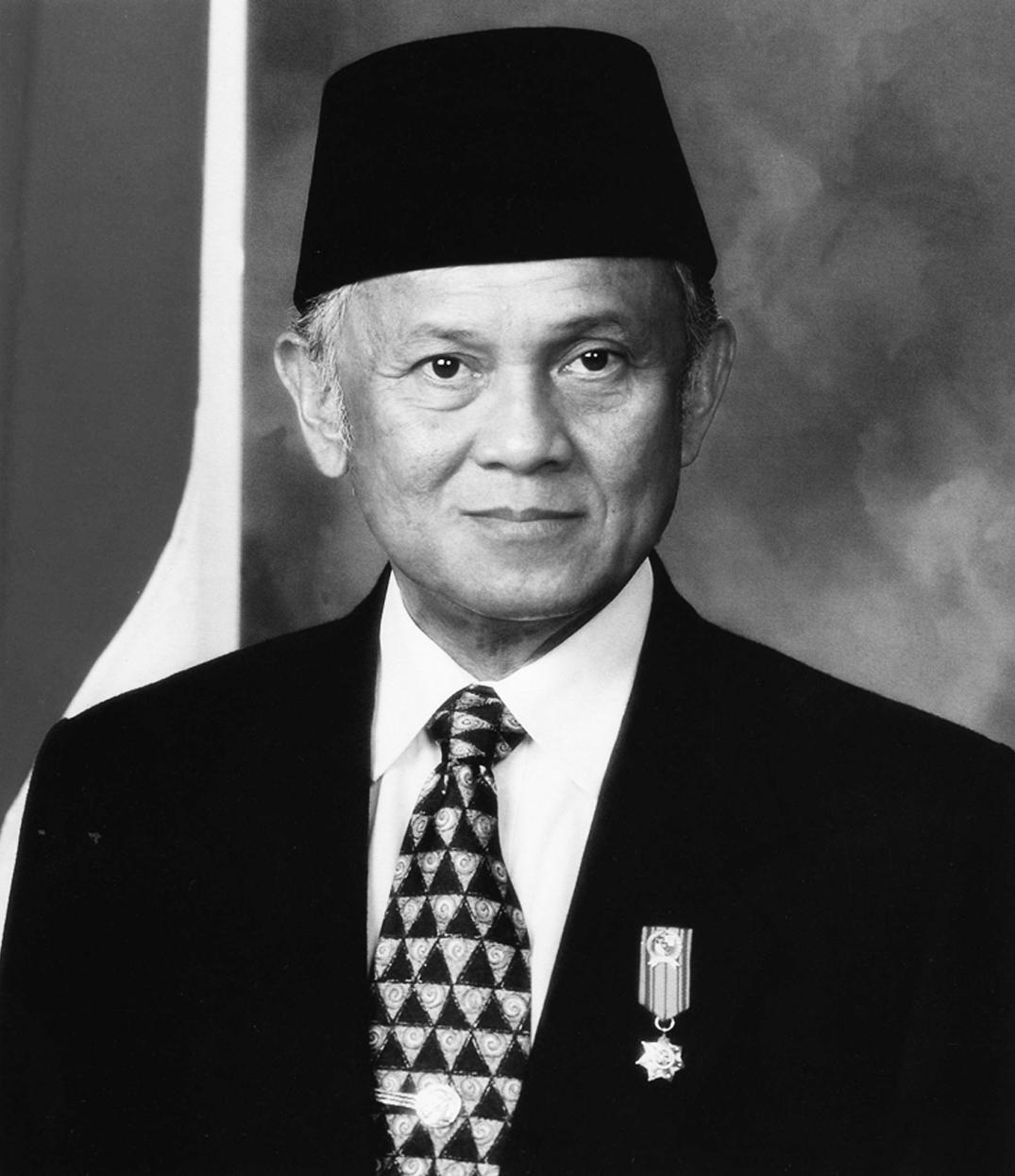 Presiden B.J. Habibie hitam putih