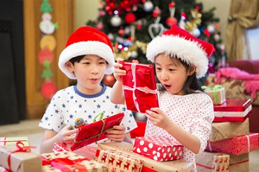 10 Simple Tips on Children's Christmas Toys and Eye Safety by Samer Hamada