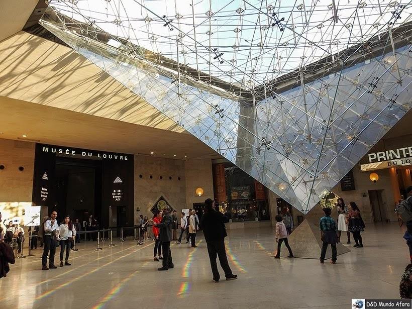 Pirâmide invertida do Louvre - Louvre sem fila: como visitar o museu em Paris