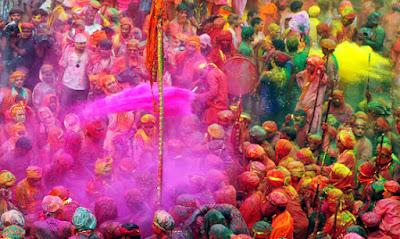 بداية مهرجان الألوان فى الهند احتفالا بقدوم فصل الربيع