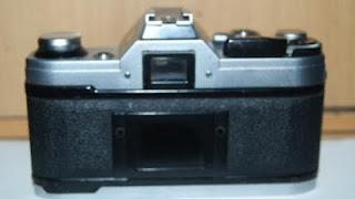 bagian belakang Canon AE-1