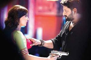 Arshad Warsi's Hand On Minissha Lamba's Hot Boobs!!?