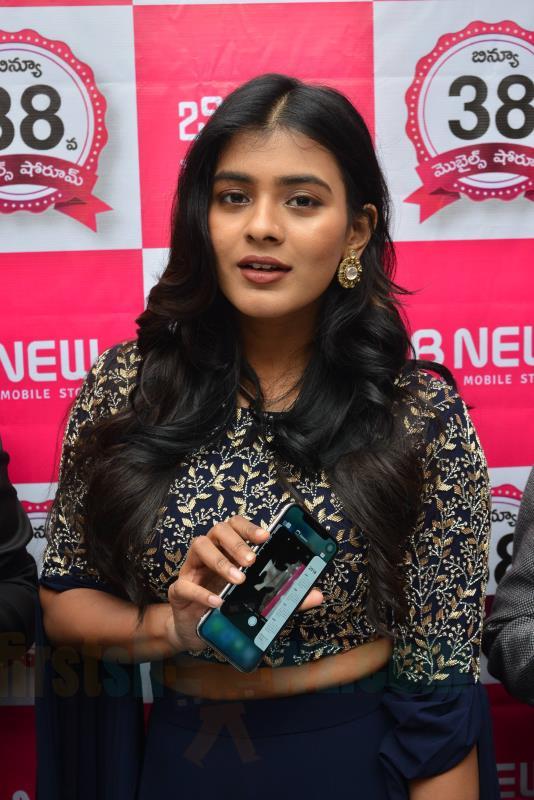 Hebah Patel Chirala B New Store Launch Stills - Latest Movie Updates, Movie Promotions, Branding -2504