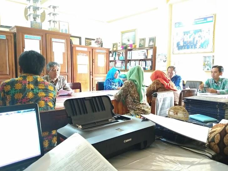 Pengawas Memberikan Apresiasi Atas Kinerja SMK Muhammadiyah Trenggalek I Esemkamu.com